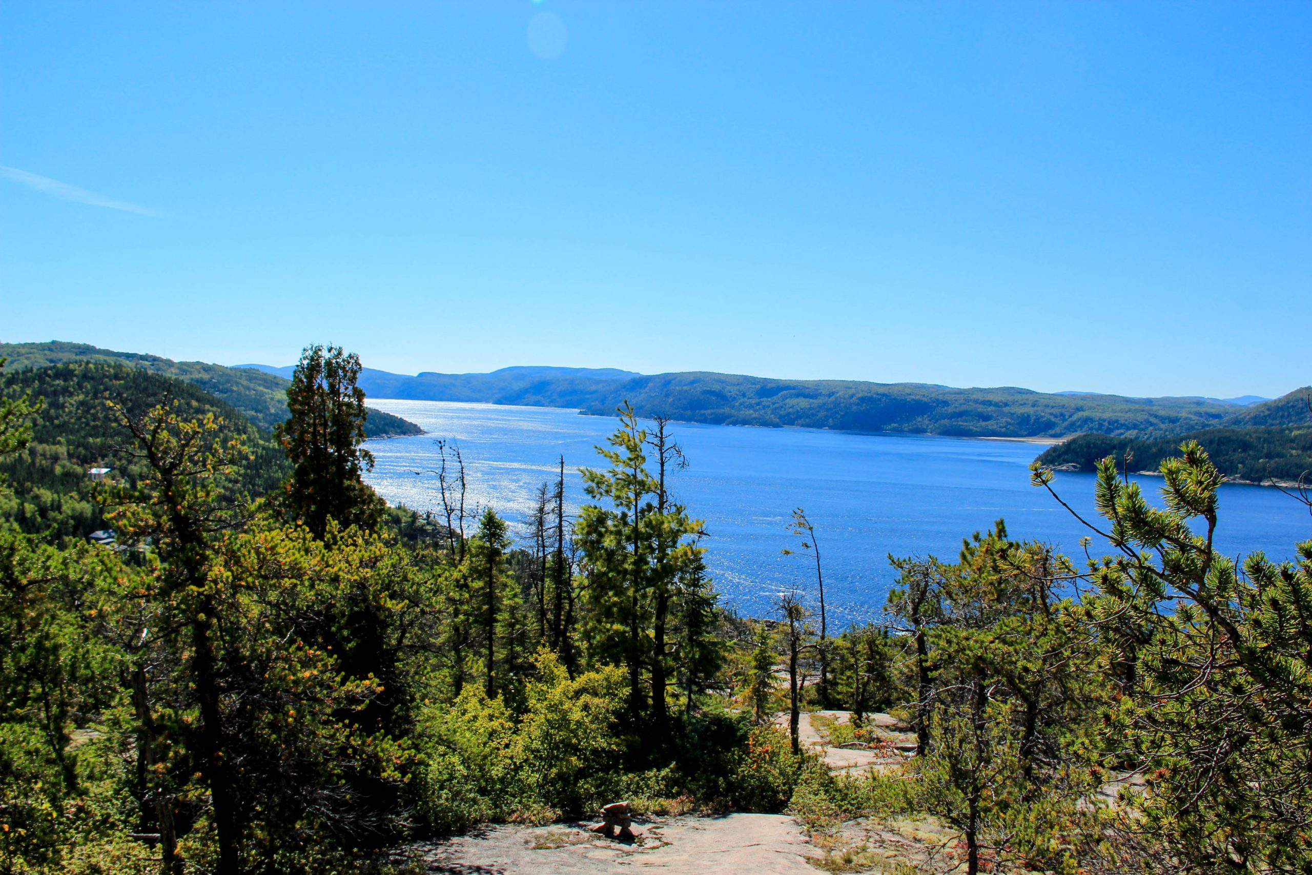 Sentier pédestre avec vue sur le Fjord-du-Saguenay